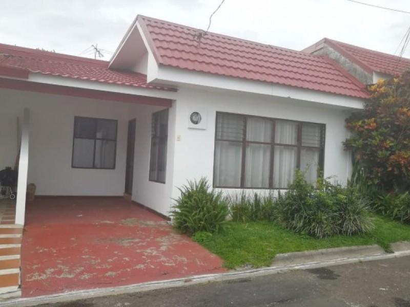 2030 Vendo casa en condominio en La Uruca