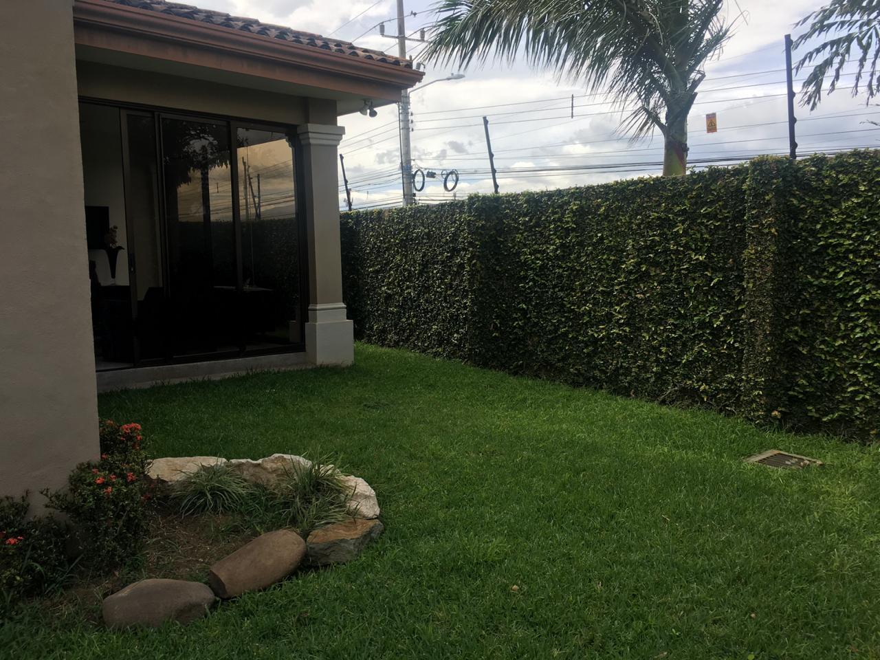 2016 Vendo casa en condominio en Guachipelin