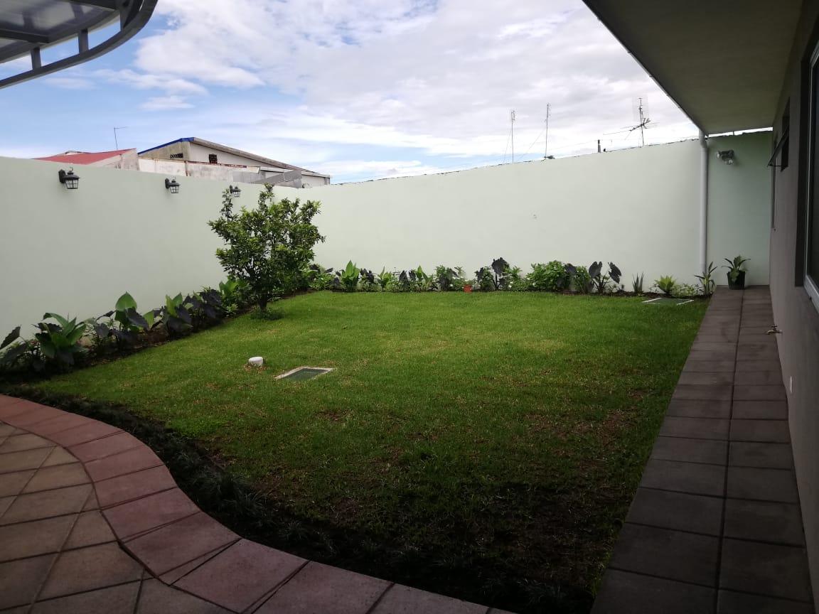 #661 BELLA CASA DE UNA PLANTA DE USO COMERCIAL EN ROHRMOSER