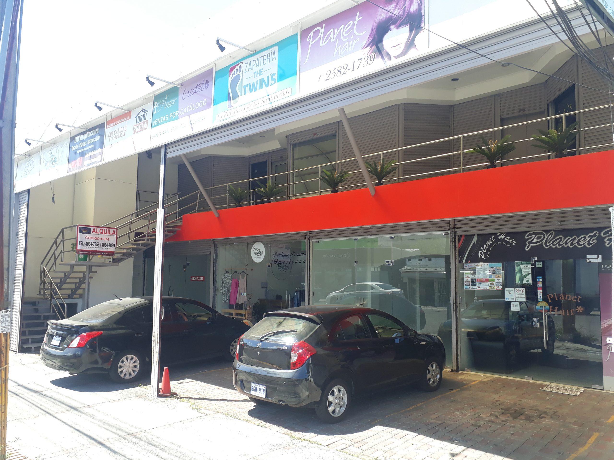 #674 Locales comerciales en Santa Ana frente a calle principal.