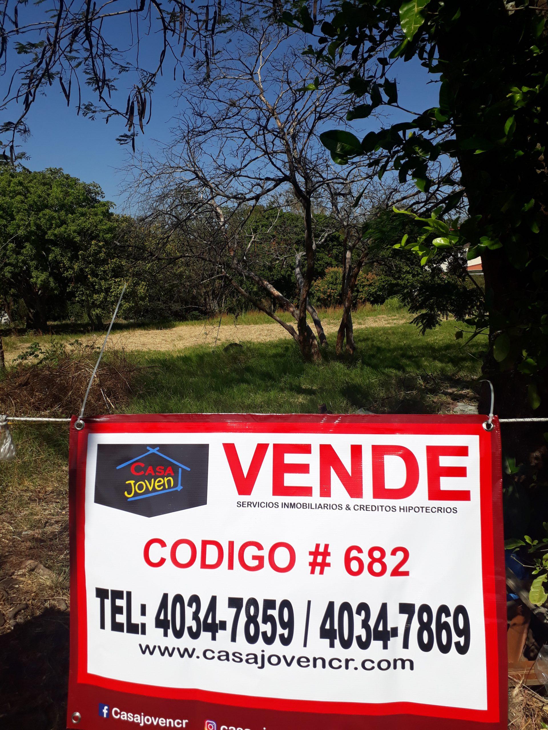 #682 lote de 3600 m2 en Urb. Rio Oro de Santa Ana
