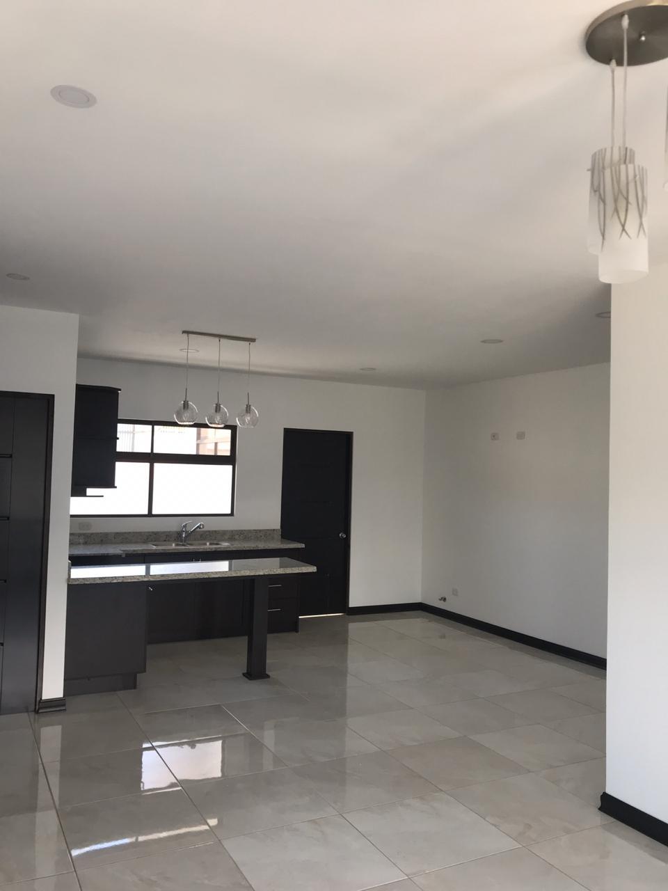 #2214 Alquilo bello apartamento en segunda planta en Escazú