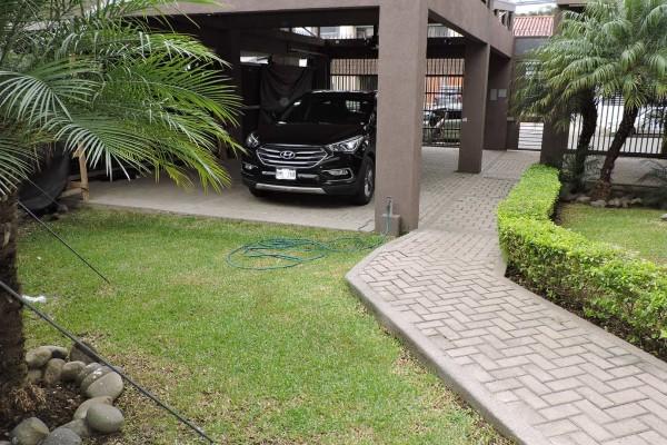 #2159 Alquilo linda casa en condominio en Escazú