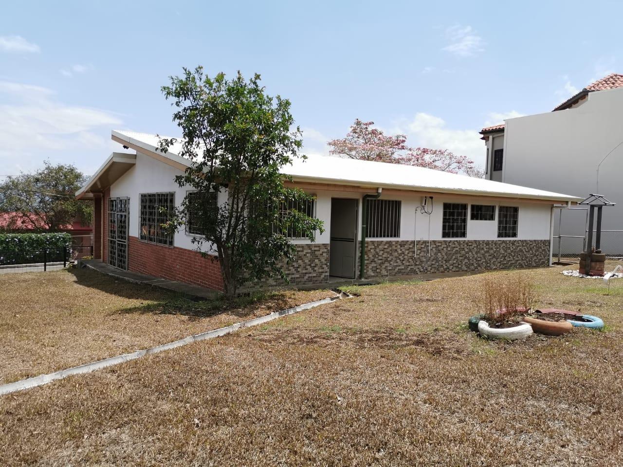 #2219 Alquilo casa de una planta en San Antonio de Escazú