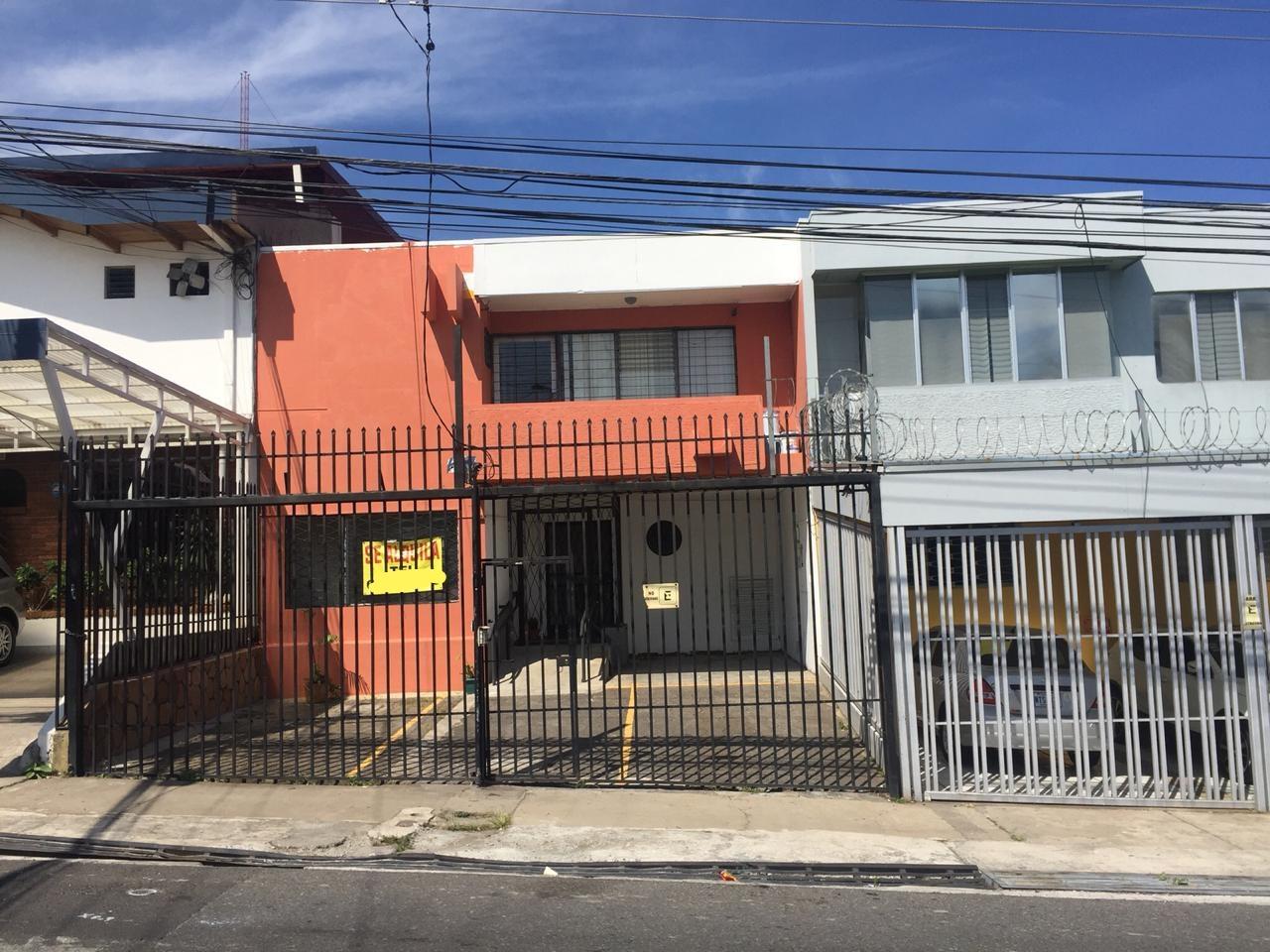 #2220 Alquilo casa en Sabana Norte