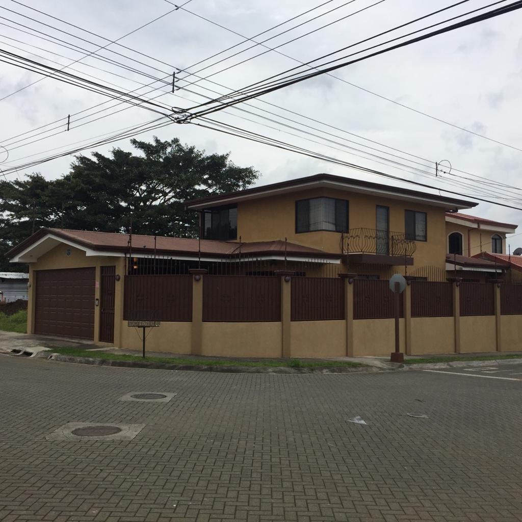 2117 Casa en Residencial en San Pablo de Heredia