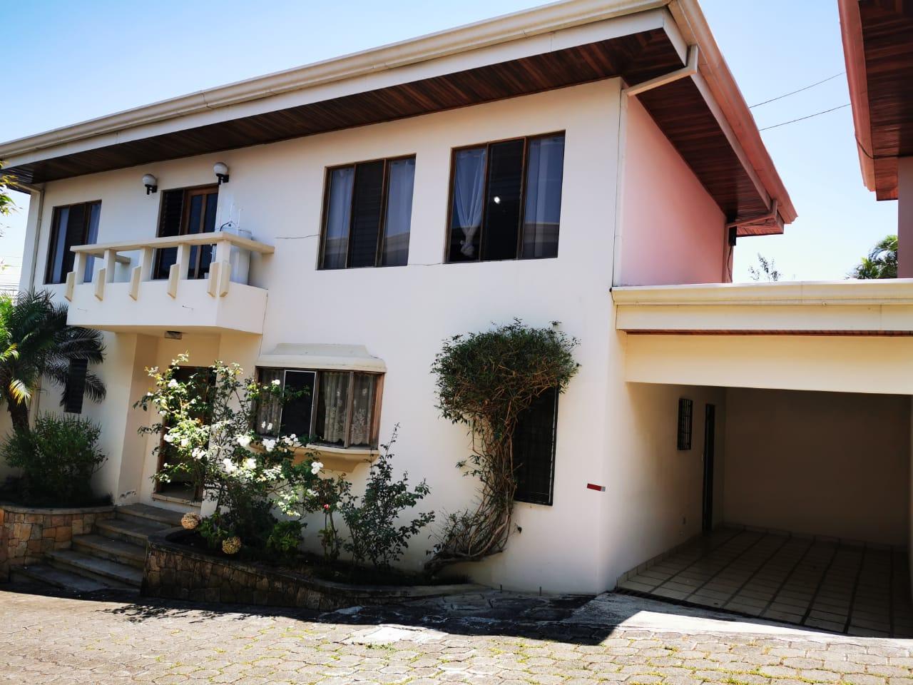 2235 Se alquila casa en condominio en  Trejos Montealegre.