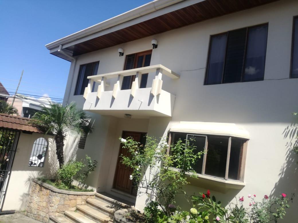 717 Oportunidad! Vendo casa en condominio en  Trejos Montealegre.
