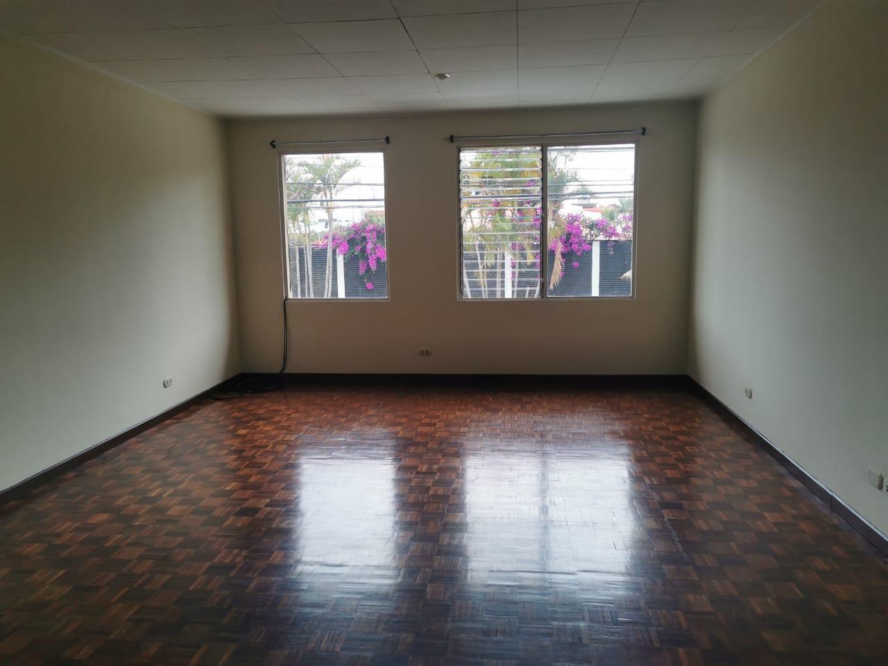 2286 Alquilo bello apartamento independiente en Sabana.