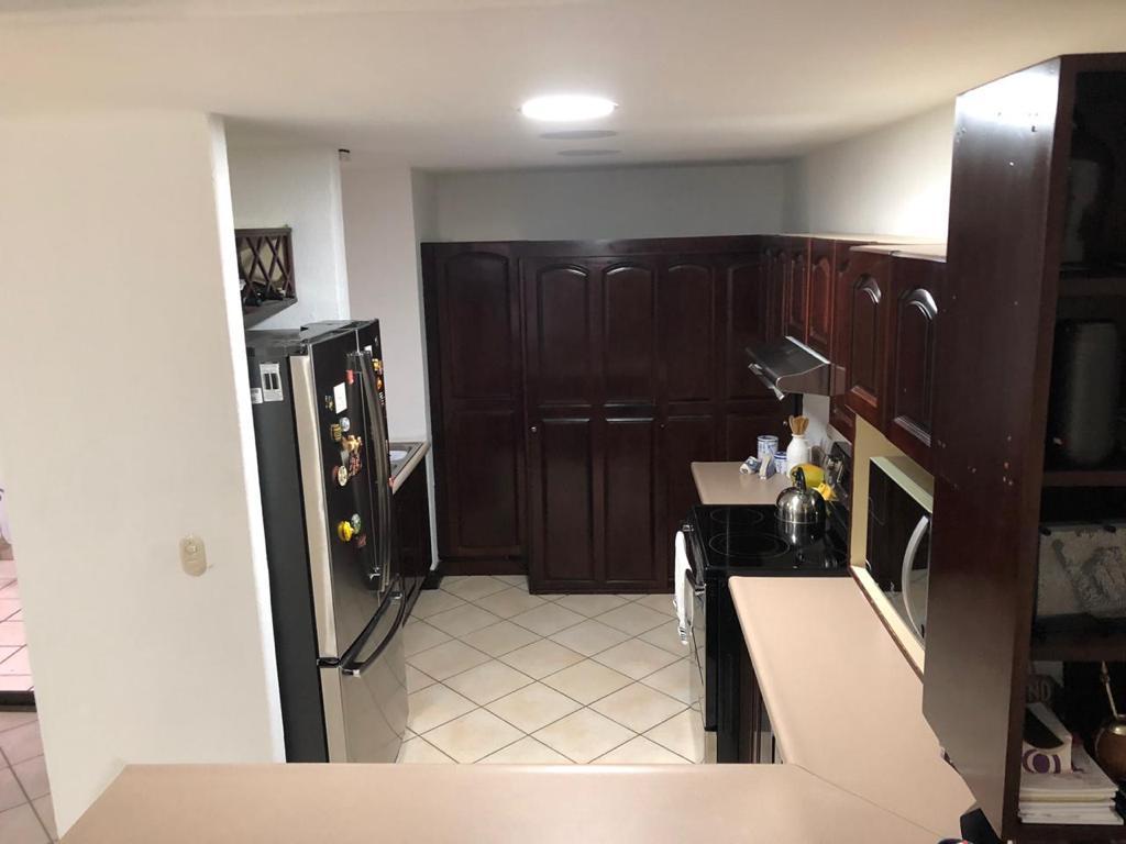 #2295  Casa en Condominio Detrás de Grupo Roble