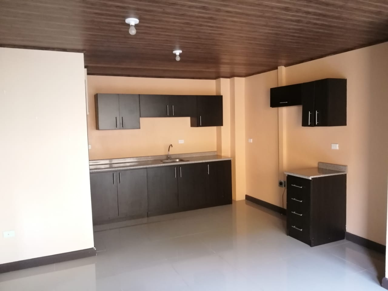 519 For sale 4 apartments building in La Uruca