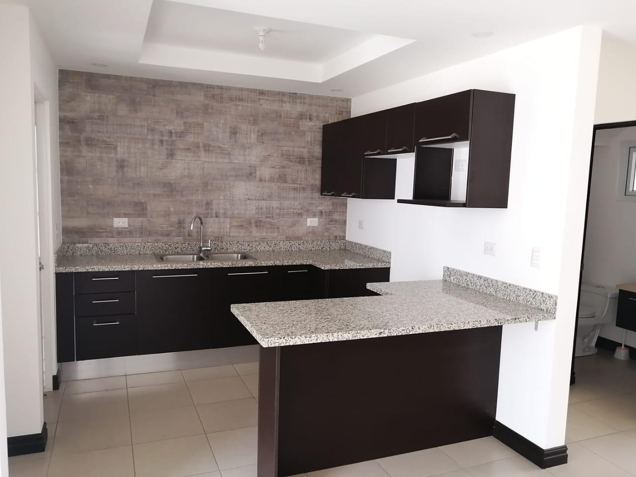 2260 Se Vende casa dentro de condominio en Guachipelin