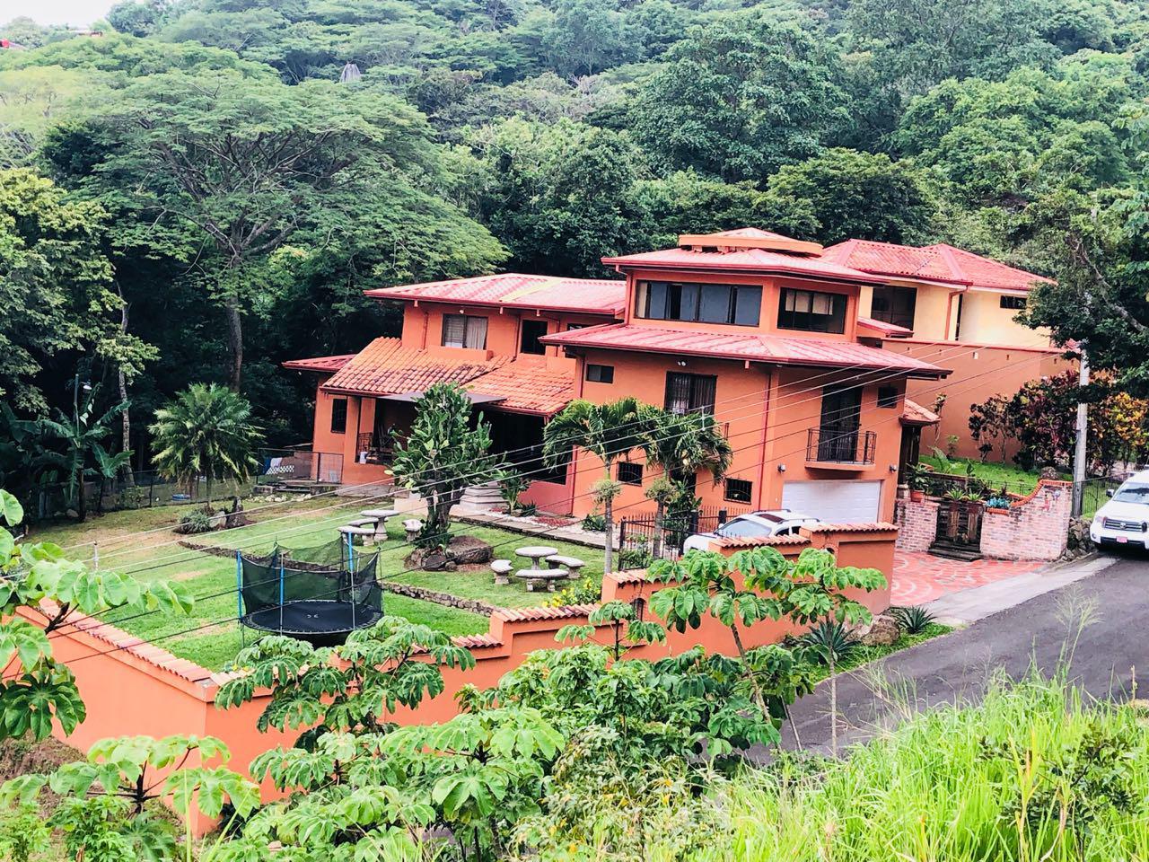 2265 Vendo hermosa casa en Santa Ana
