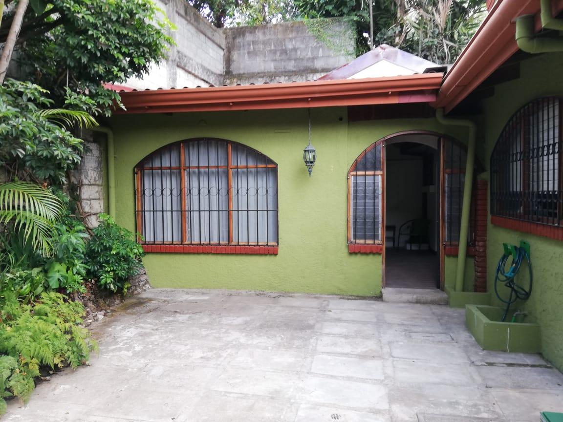 2299 Se alquila apartamento con todos los servicios en Sabana Sur