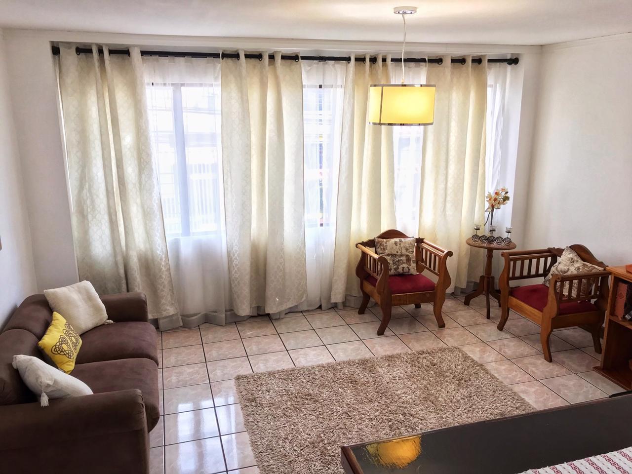 2330 Se alquila apartamento cerca de Plaza Mayor. Servicios incluidos