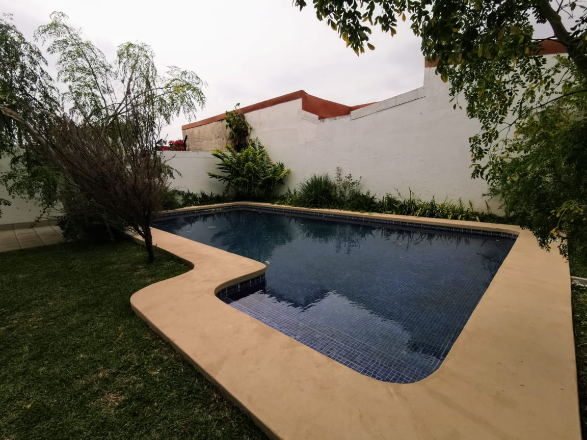2331 Casa con piscina en Rohrmoser