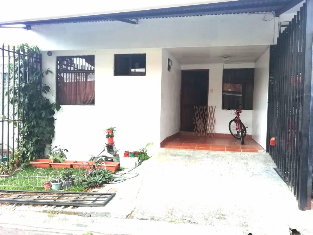 2303 Se vende casa en Pavas por el Tobias Bolaños.