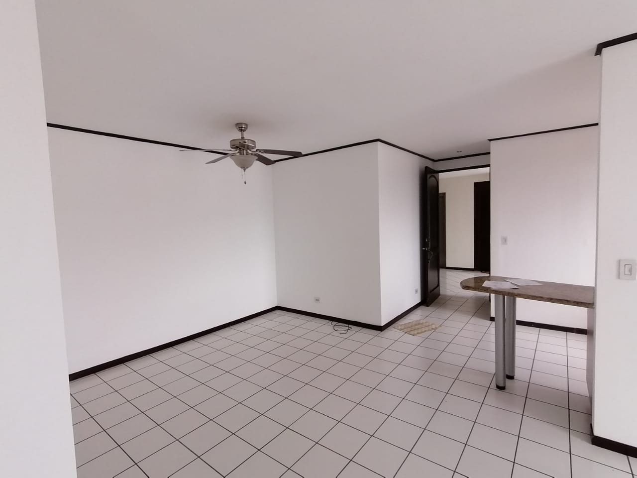 2318 Se Alquila apartamento dentro de condominio en Sabana Oeste
