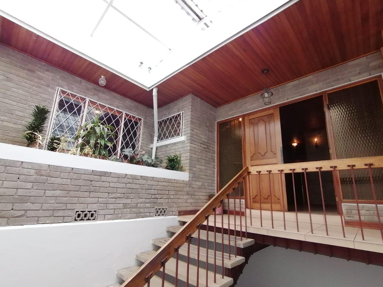 675 Se Vende Casa con uso Mixto en calle sin salida, Curridabat