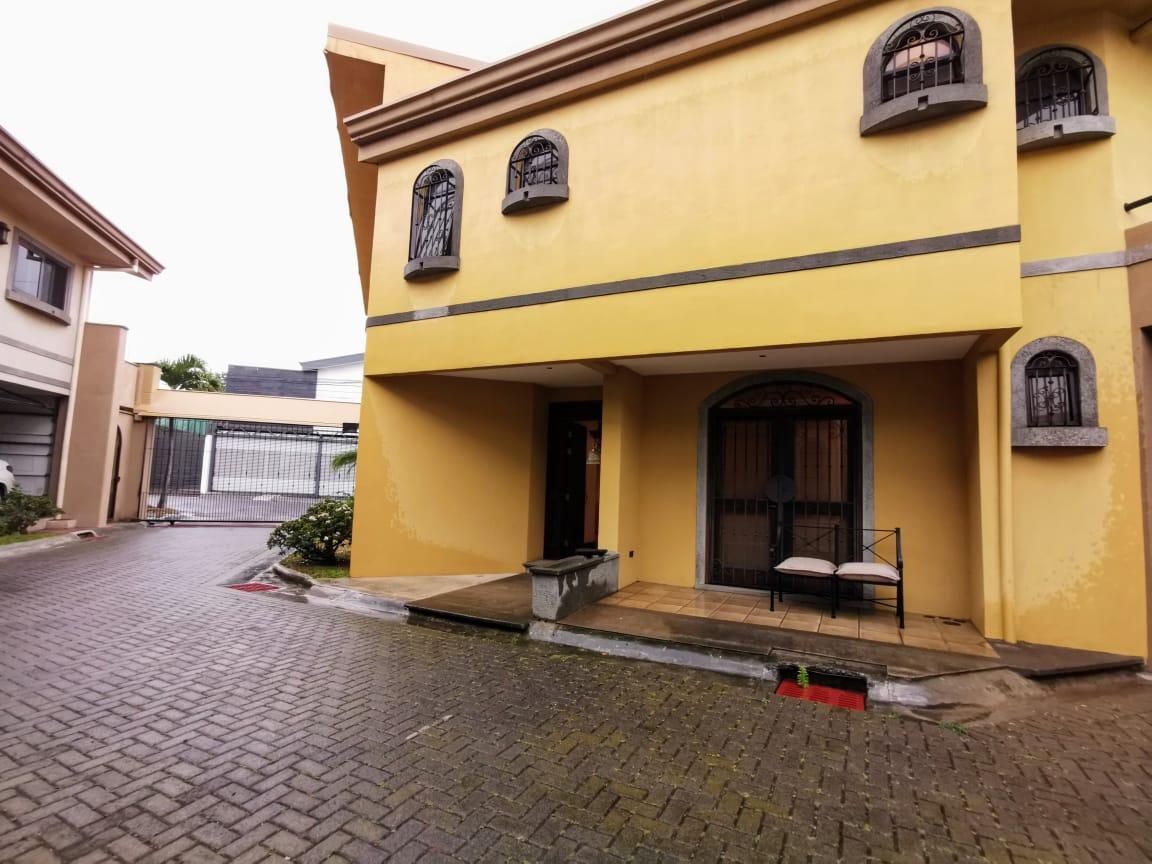 2319  Casa en condominio en La Uruca