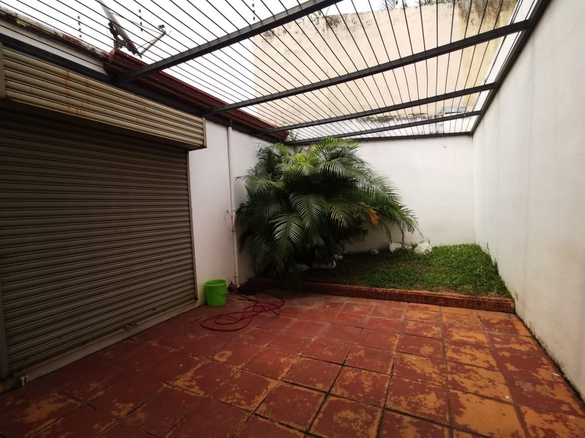 2374 Casa dentro de condomino en San rafael de escazú