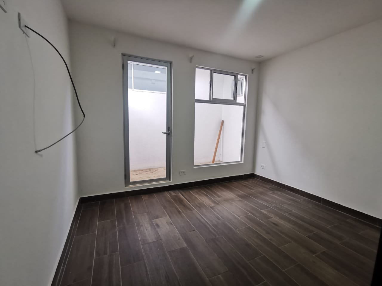 2238 Se alquila apartamento a 500 metros del Parque La Sabana. Incluye Internet, cable y patio. (Nuevo)