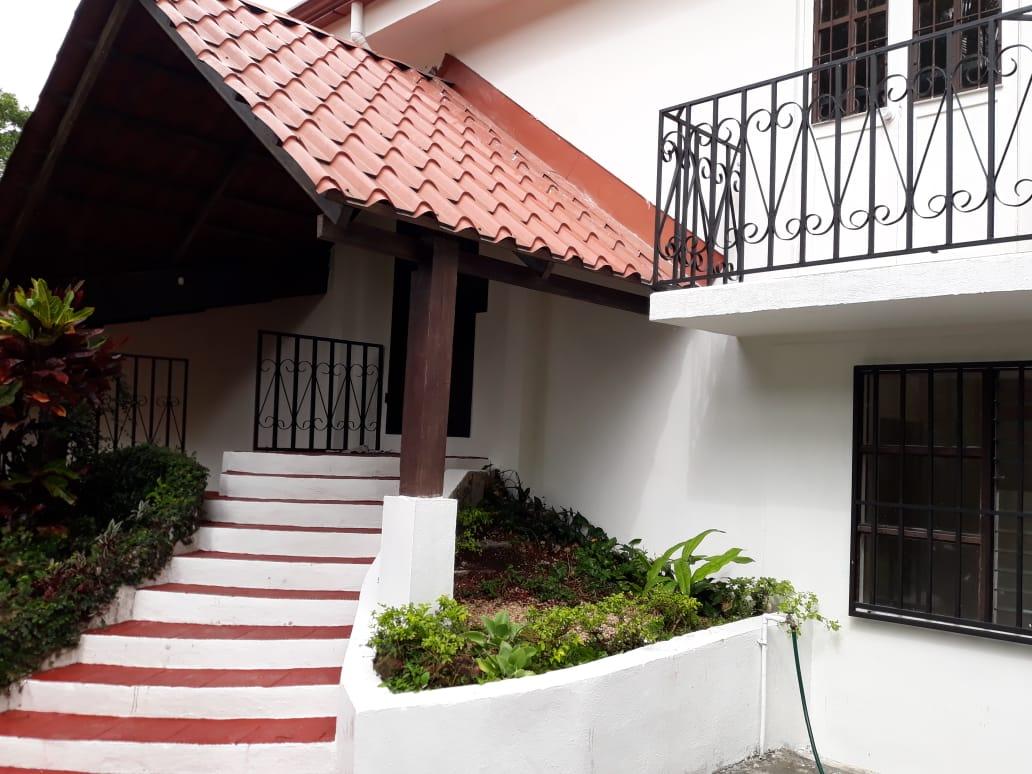 2315 Casa + 2 apartamentos en Bello Horizonte