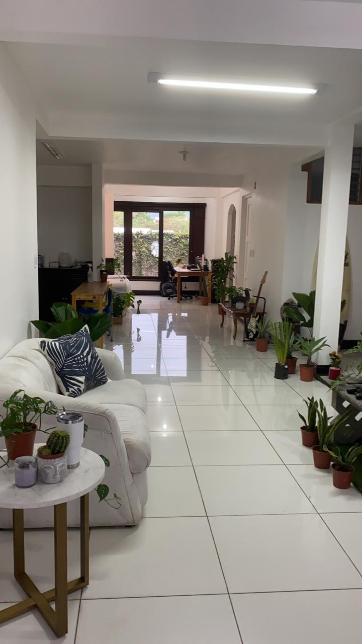 2352 Se alquila apto tipo estudio en La Uruca Con o sin muebles.