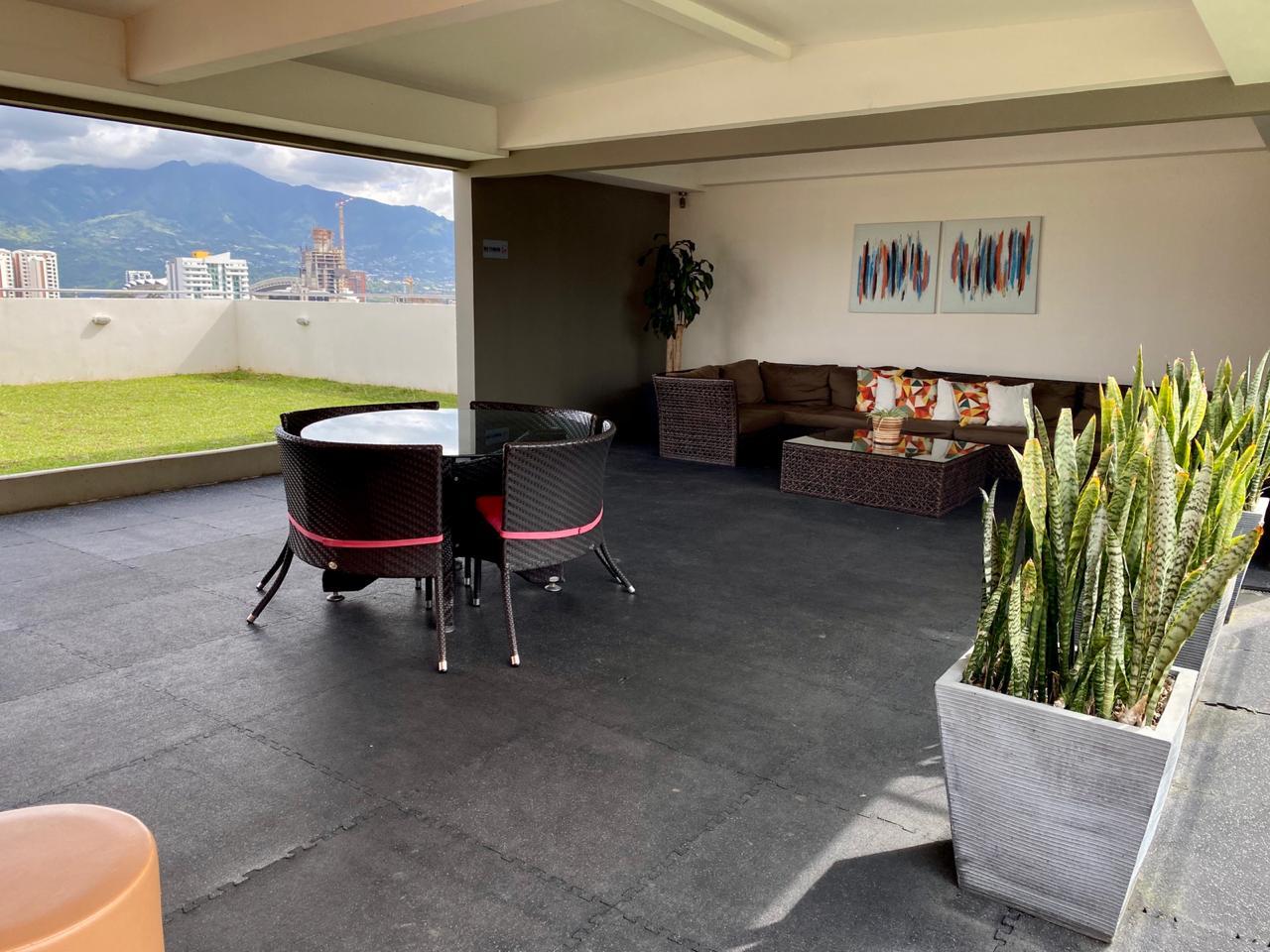 2448 Se alquila apartamento en La Uruca en Vista de Robledal.