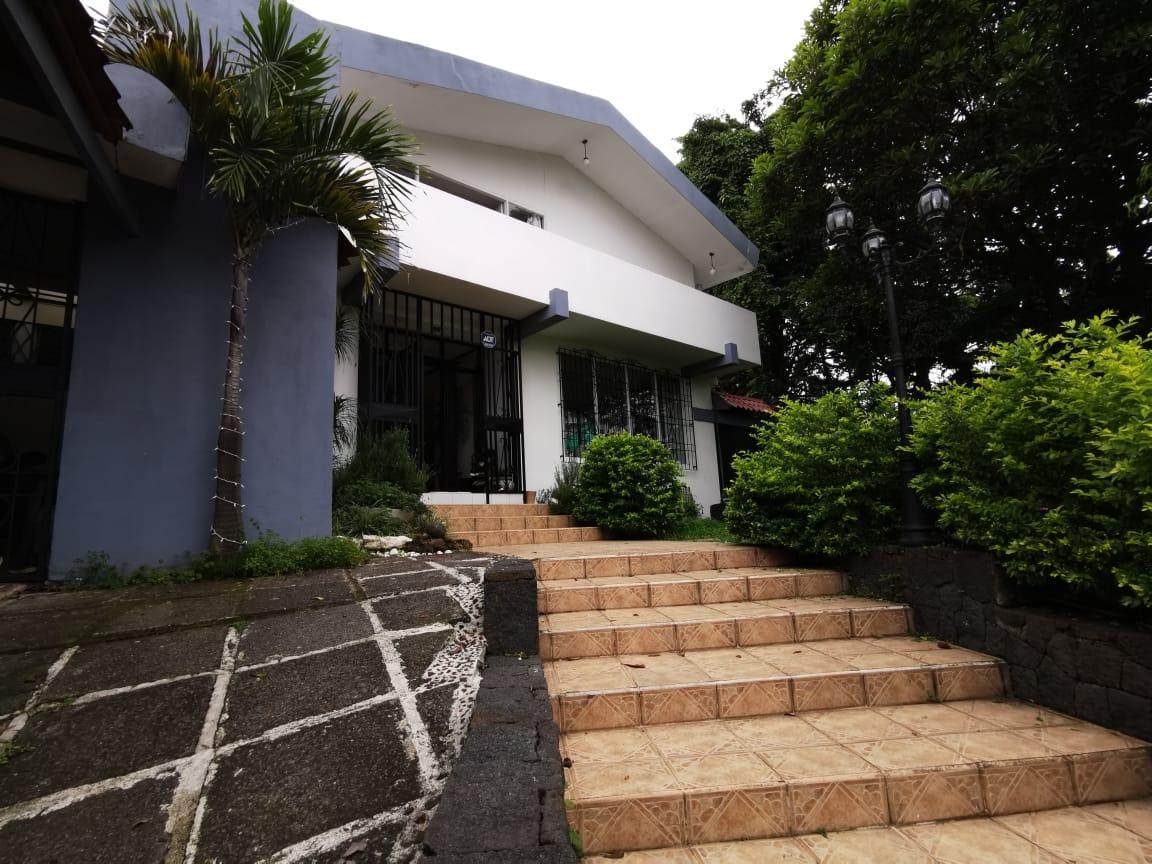 2449  Casa uso mixto en Colonia del Río, Guadalupe