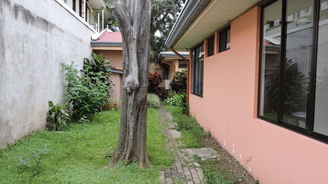 2443 Alquilo comercial cerca del parque la Sabana.