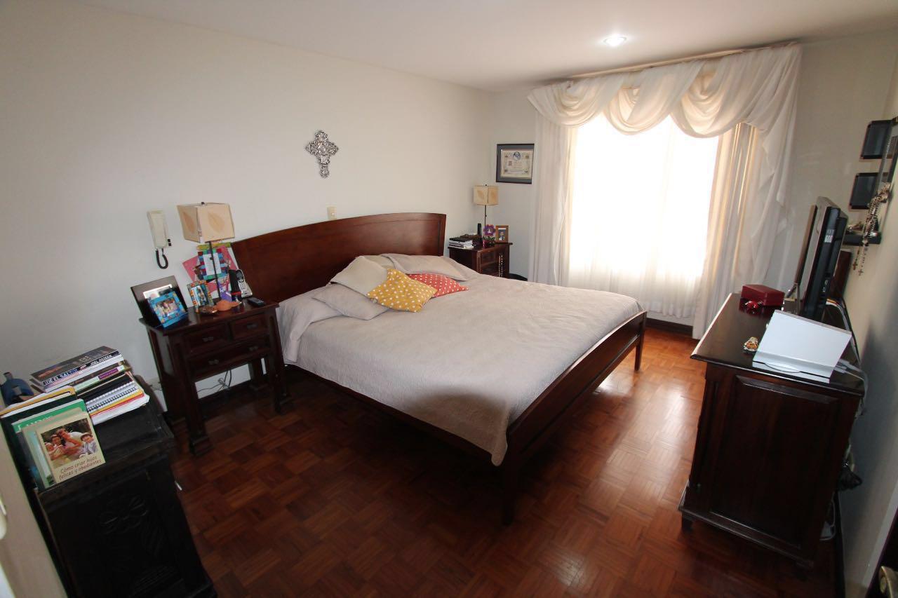 2428 Casa en Santa Ana