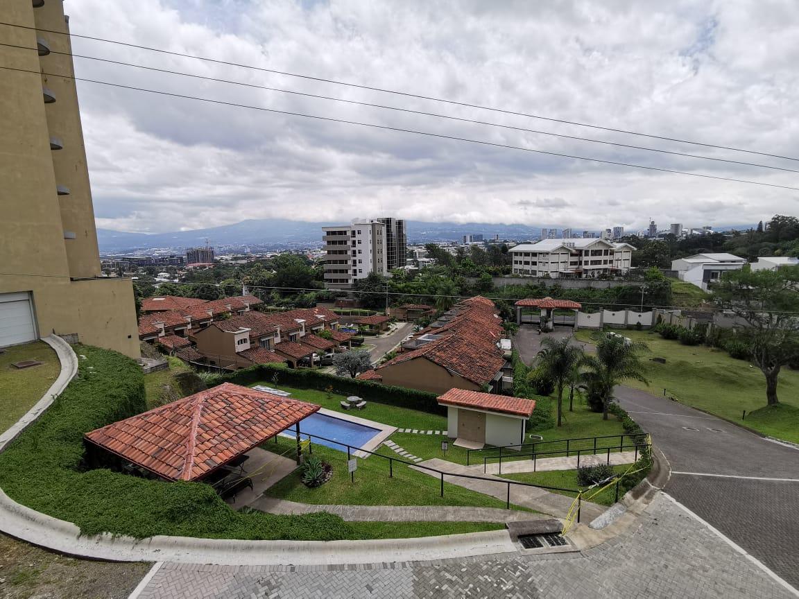 2423 Apartamento amoblado en Escazú