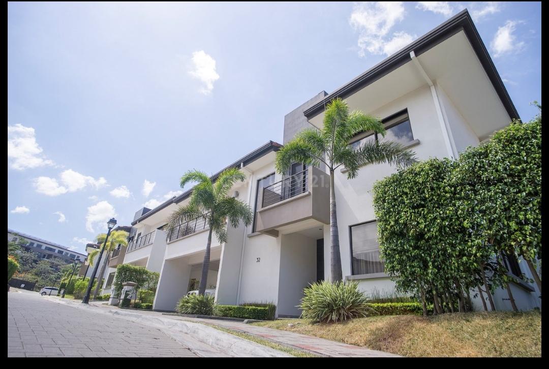 #2471 Hermosa casa en Condominio Lomas del Valle Santa Ana