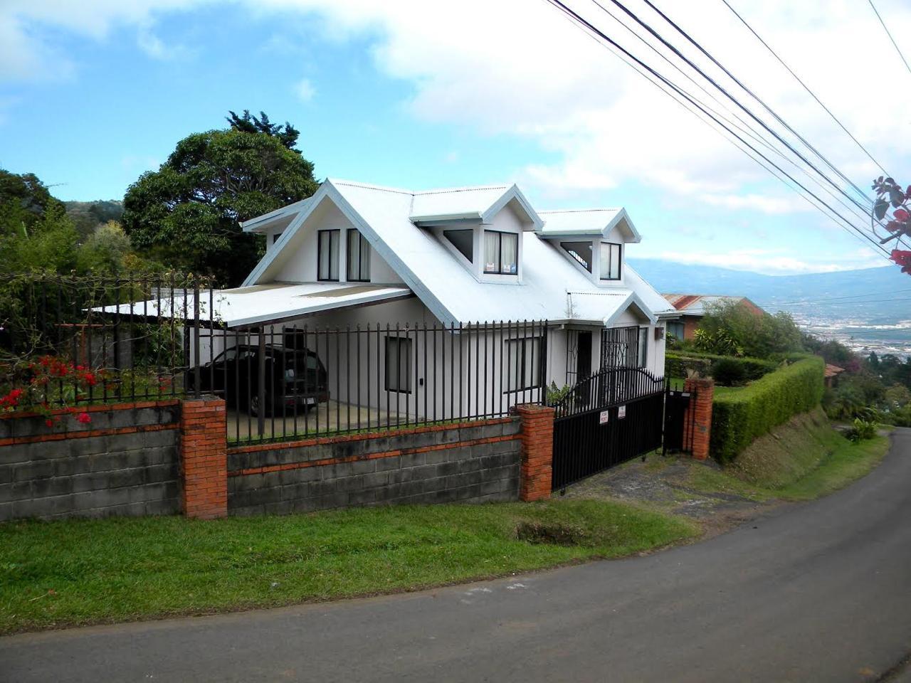 2462 Casa  estilo Victoriana en San Antonio de Escazú