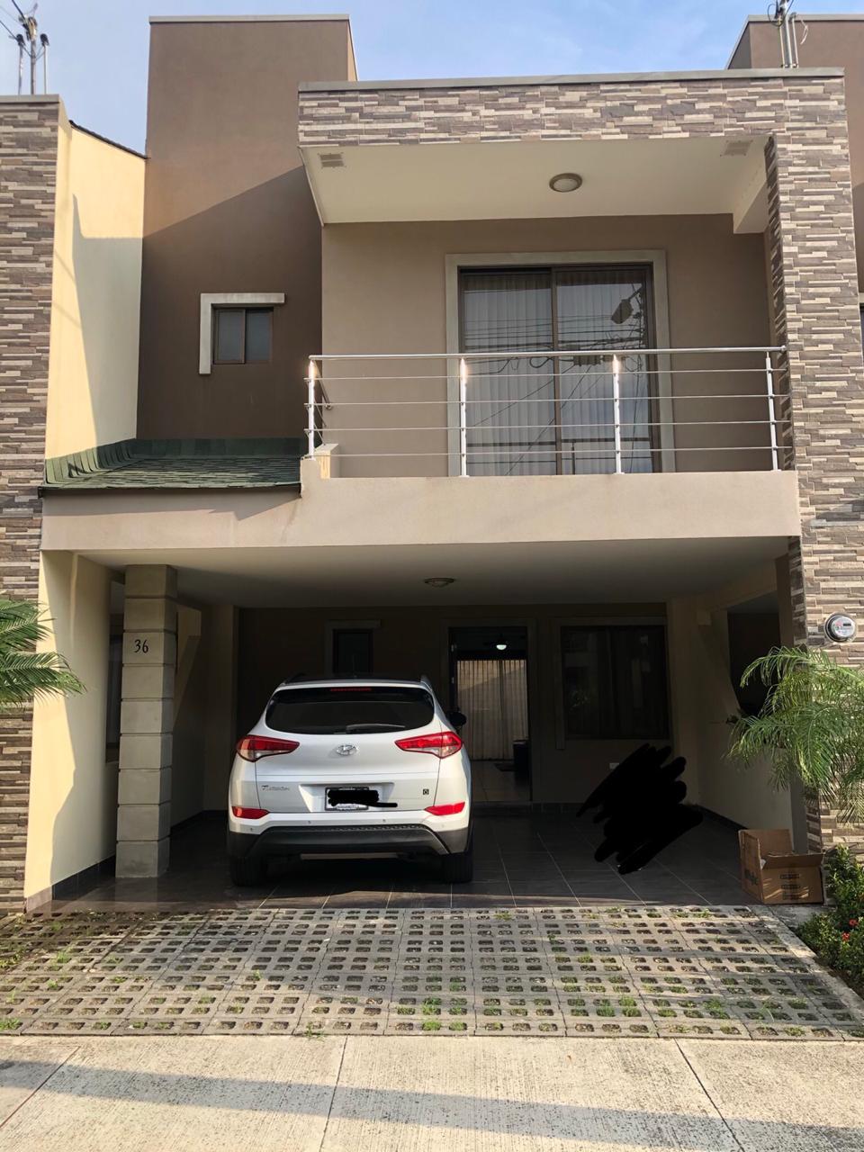 #2472  Se Vende Casa en condominio en Santa Ana