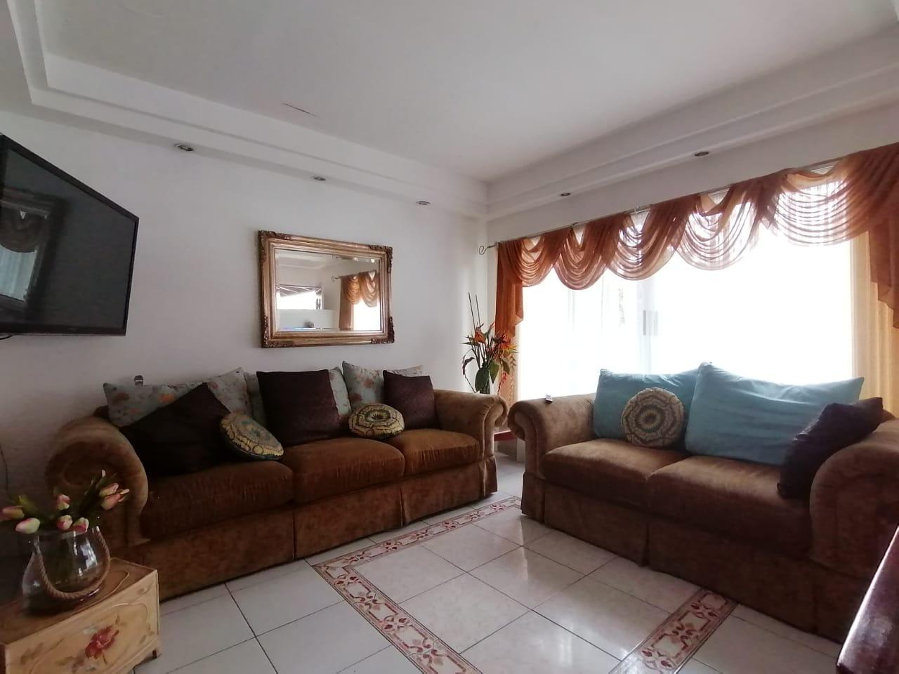 2491 Se alquila casa en condominio en Sabana Sur
