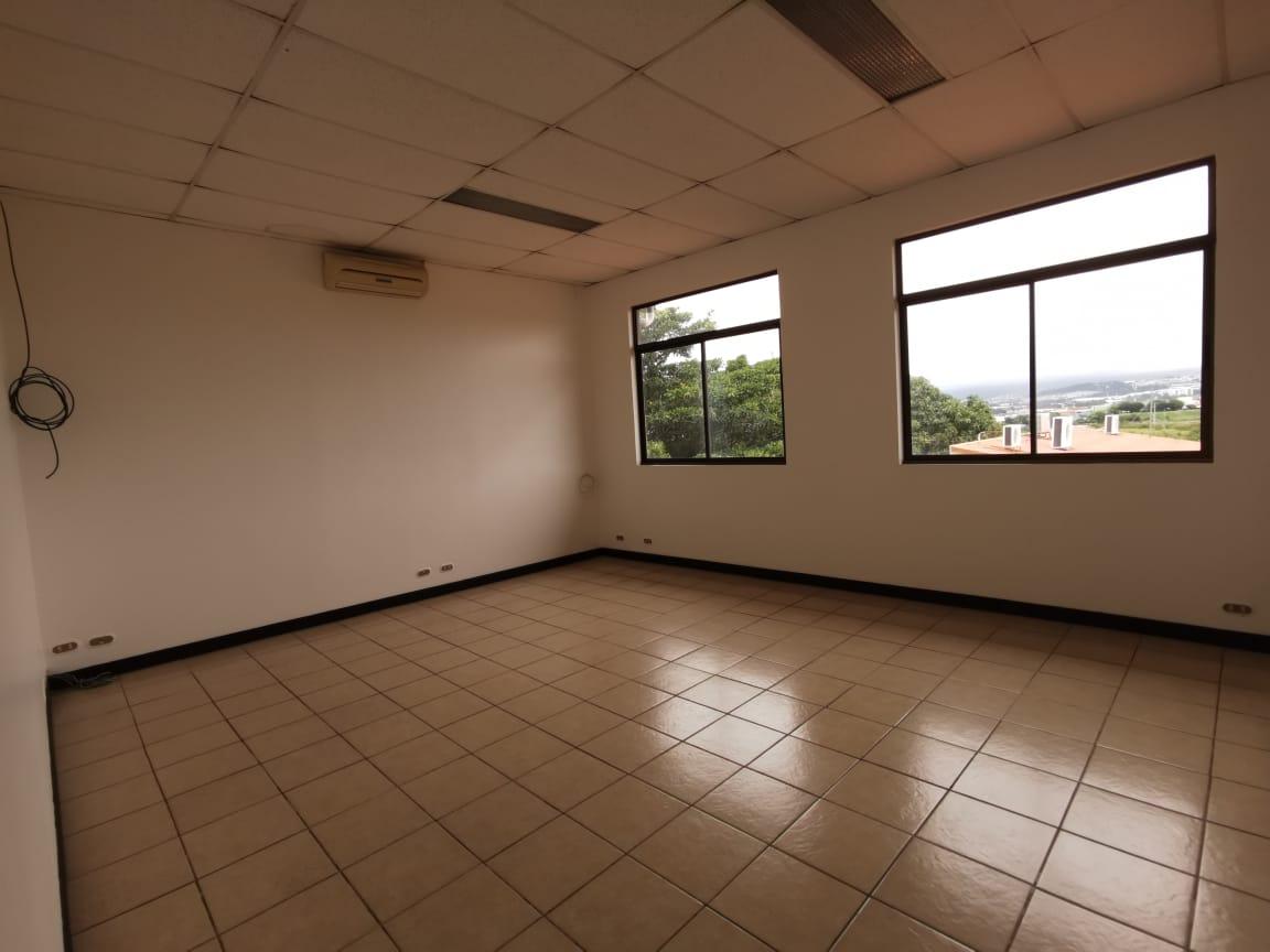 2487 Local de 70 m2 en Guachipelin