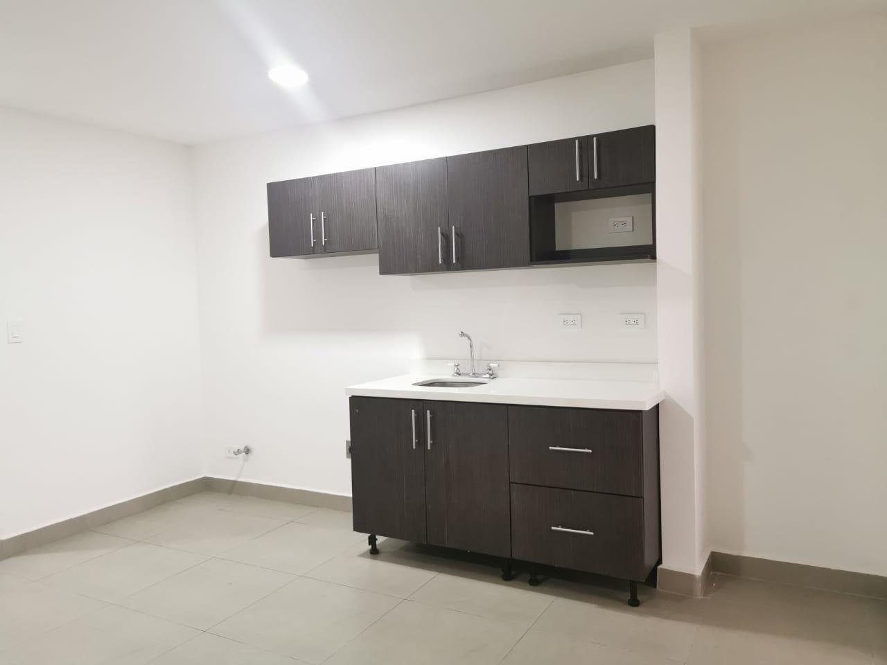 2490 Alquilo apartamento a 500 metros del Parque La Sabana