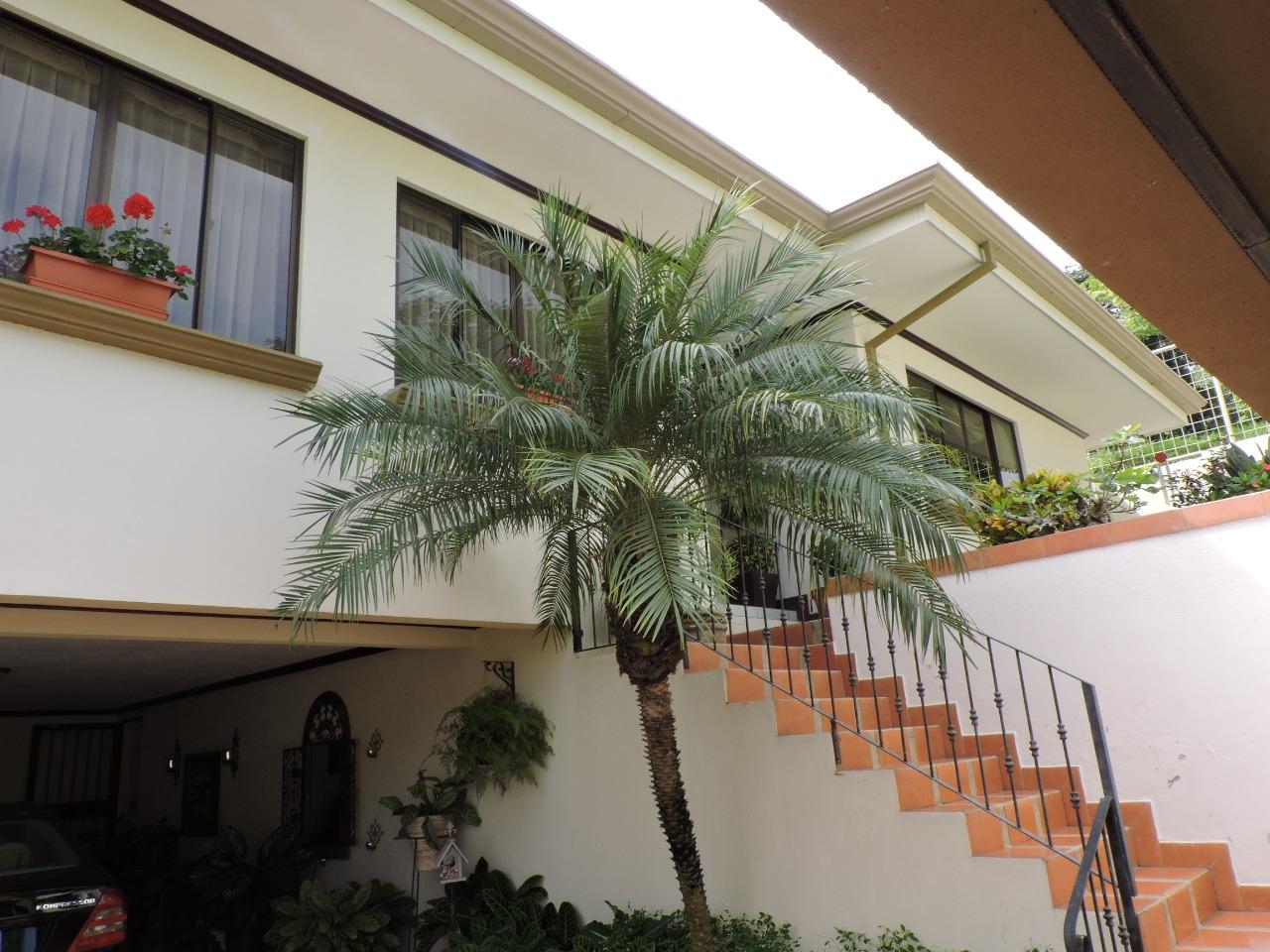 2457 Se vende linda casa en Rio Oro Independiente