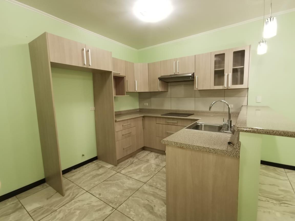 2504 Apartamento en planta baja en la uruca