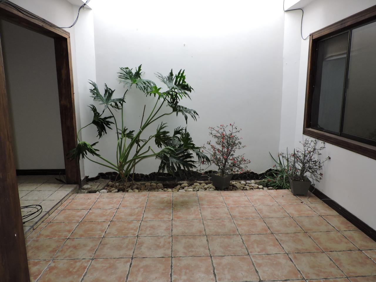 2499 Se alquila casa una planta en  Rohrmoser,