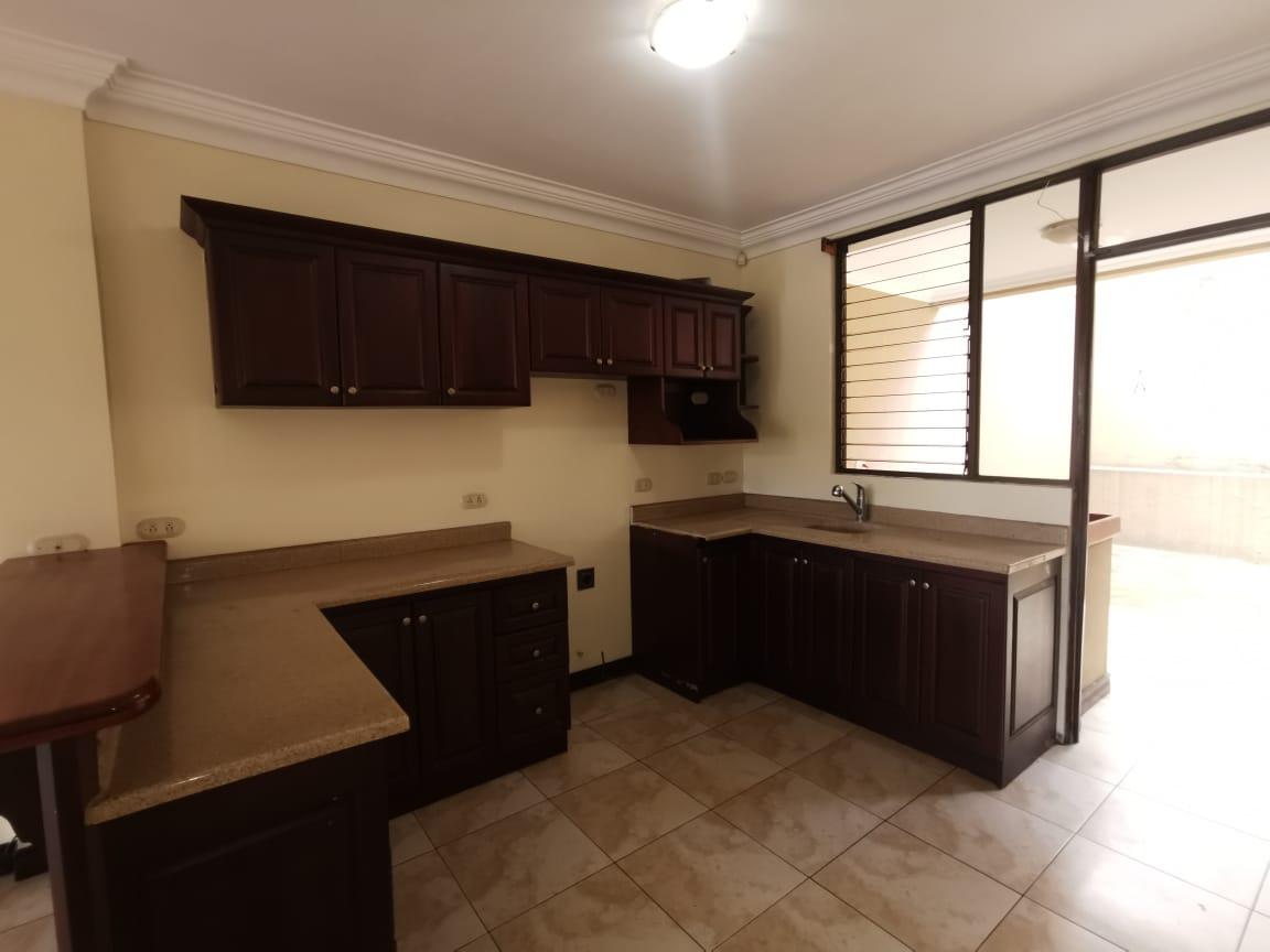 2496 Apartamento en planta baja en Sabana Oeste