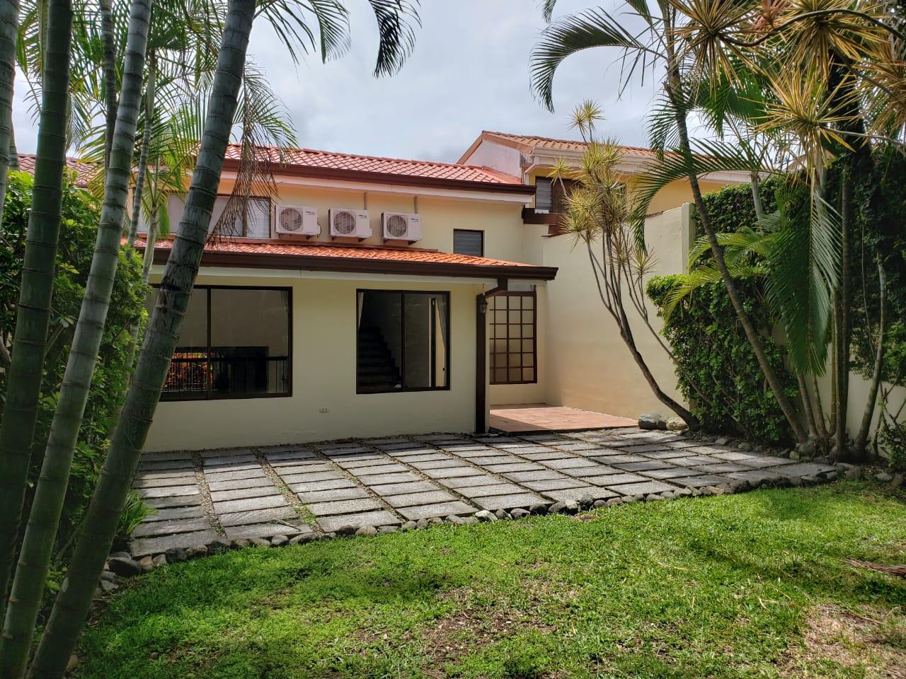2510 Casa dentro de residencial en jaboncillos