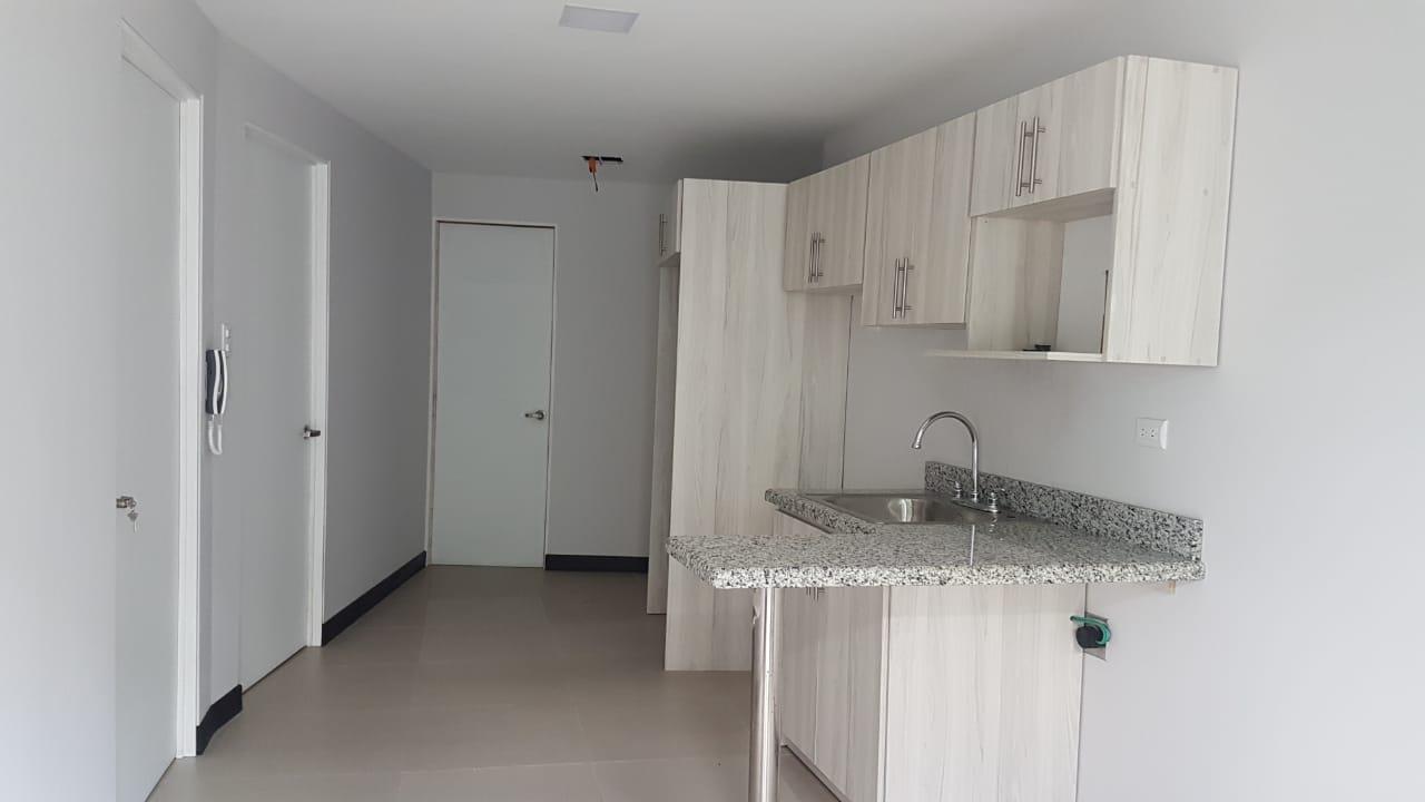 2497 Se Alquila moderno apartamento en Escazu, por Sareto