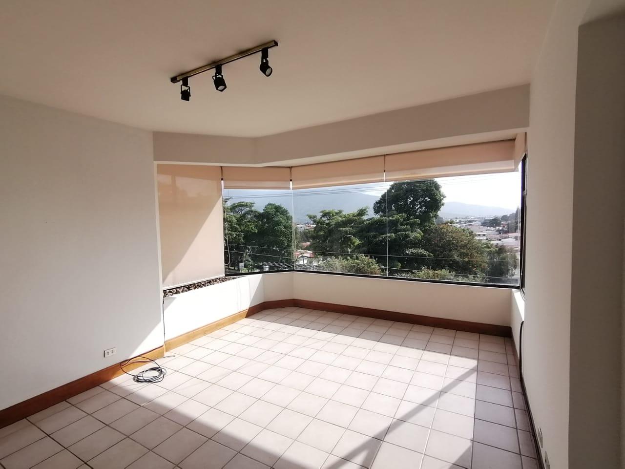 2501 Se Alquila apartamento amplio y cómodo en Los Yoses