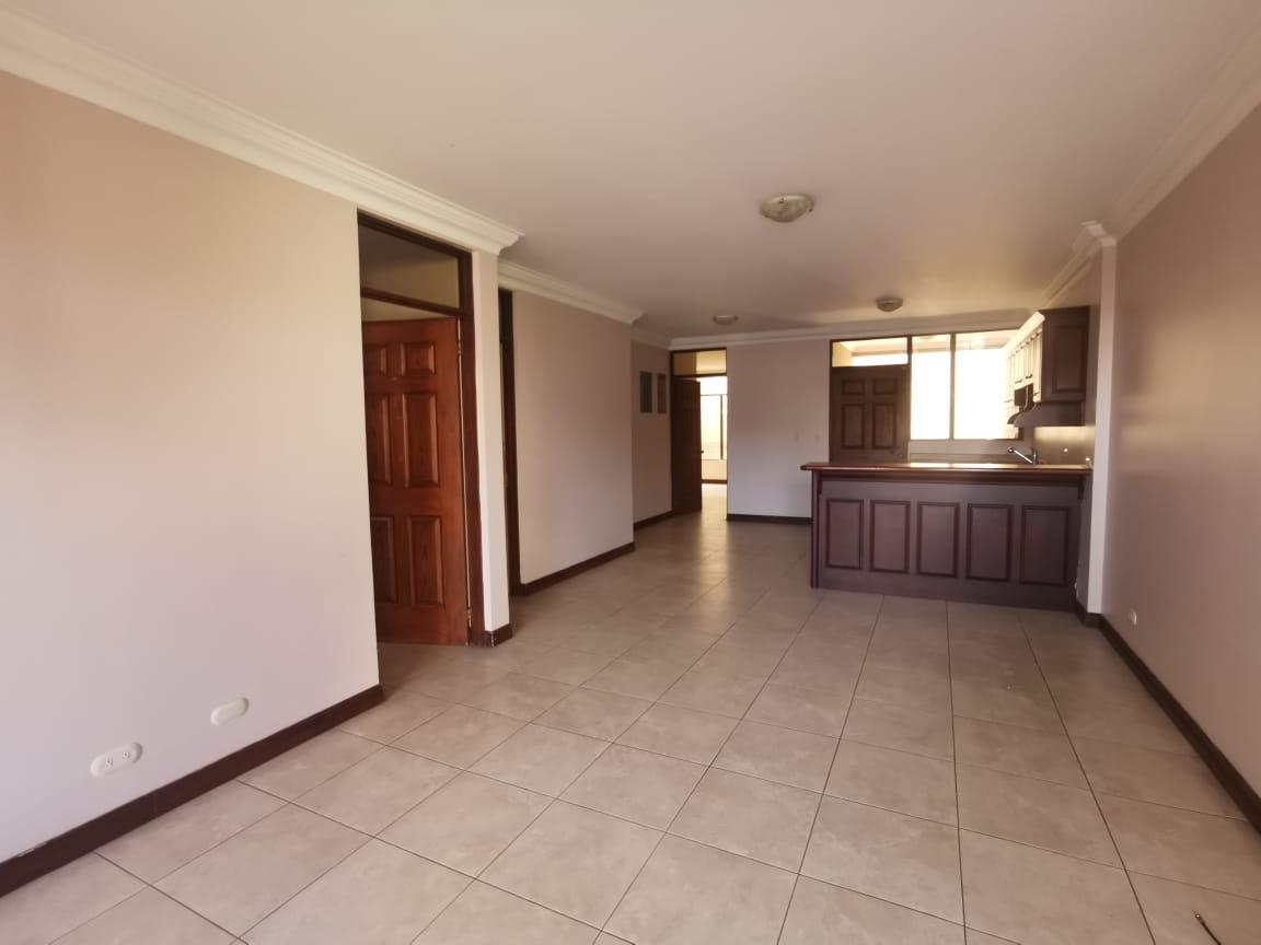 2495 Apartamento en planta baja en Sabana Oeste