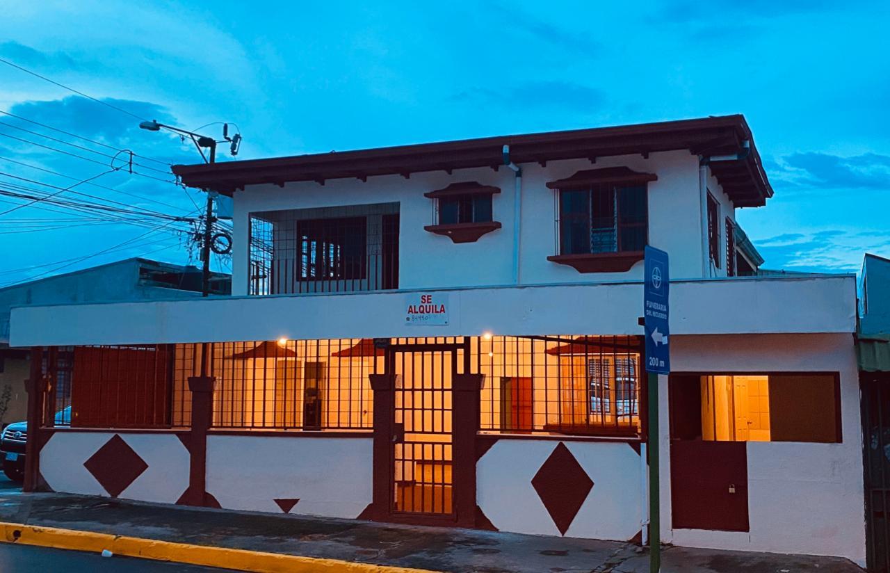 2536 Casa Comercial con Apartamento  en Desamparados