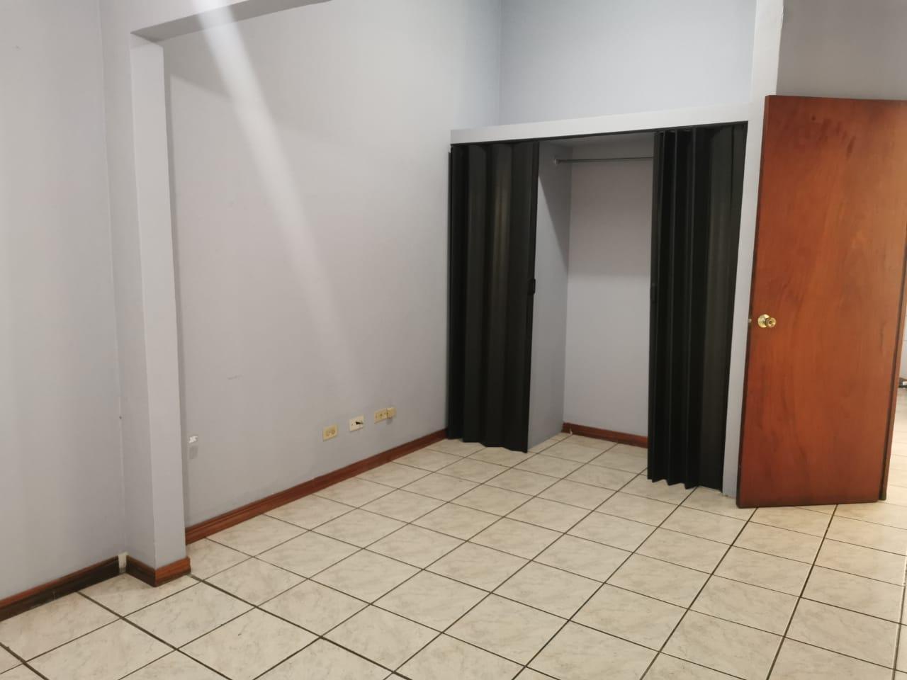 2535 Se alquila apartamento en Rohrmoser. Final del boulevard.