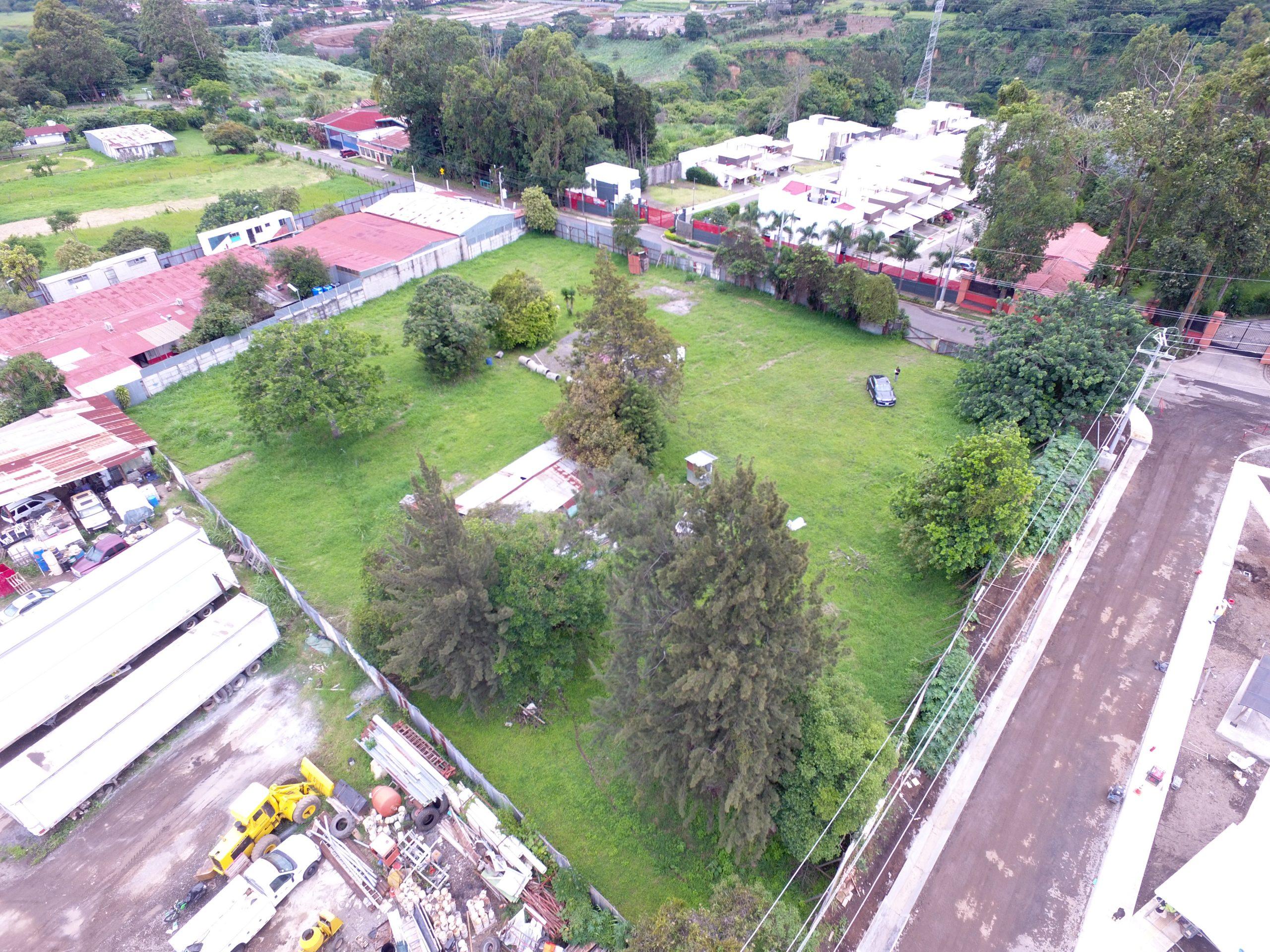 2531 Lote de uso comercial o residencial en Santo Domingo